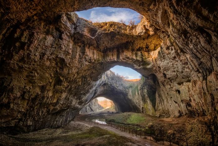 Il paesaggio della grotta di devetashka
