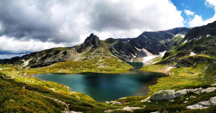 Paesaggio con lago in Bulgaria